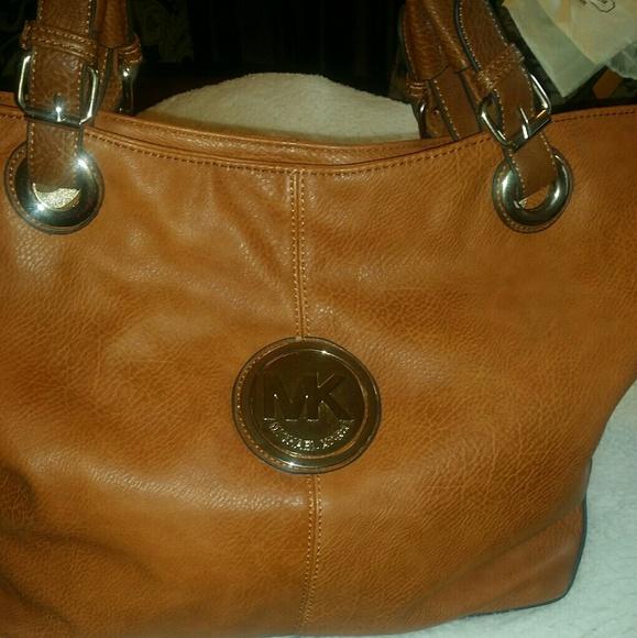 2168de3f87bce Coach Handbags - Gorgeous Michael Kors Handbag